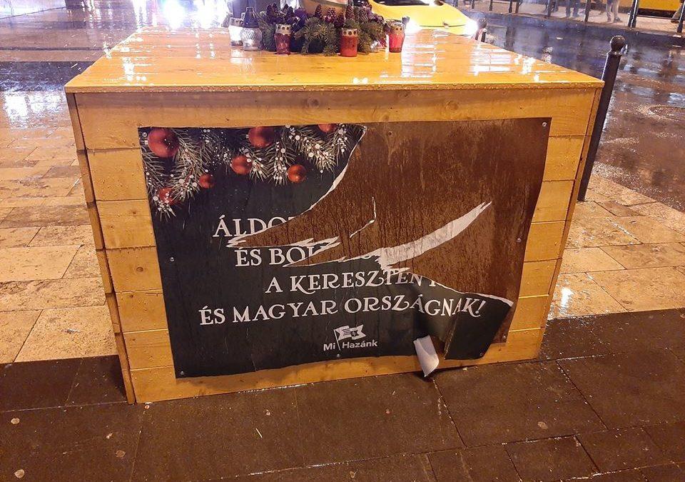 Megrongálták a Mi Hazánk Mozgalom által állított keresztet a Nyugati téren