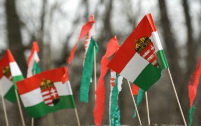 Piros-fehér zöldbe borítanák az országot a koronavírus elleni küzdelem jegyében