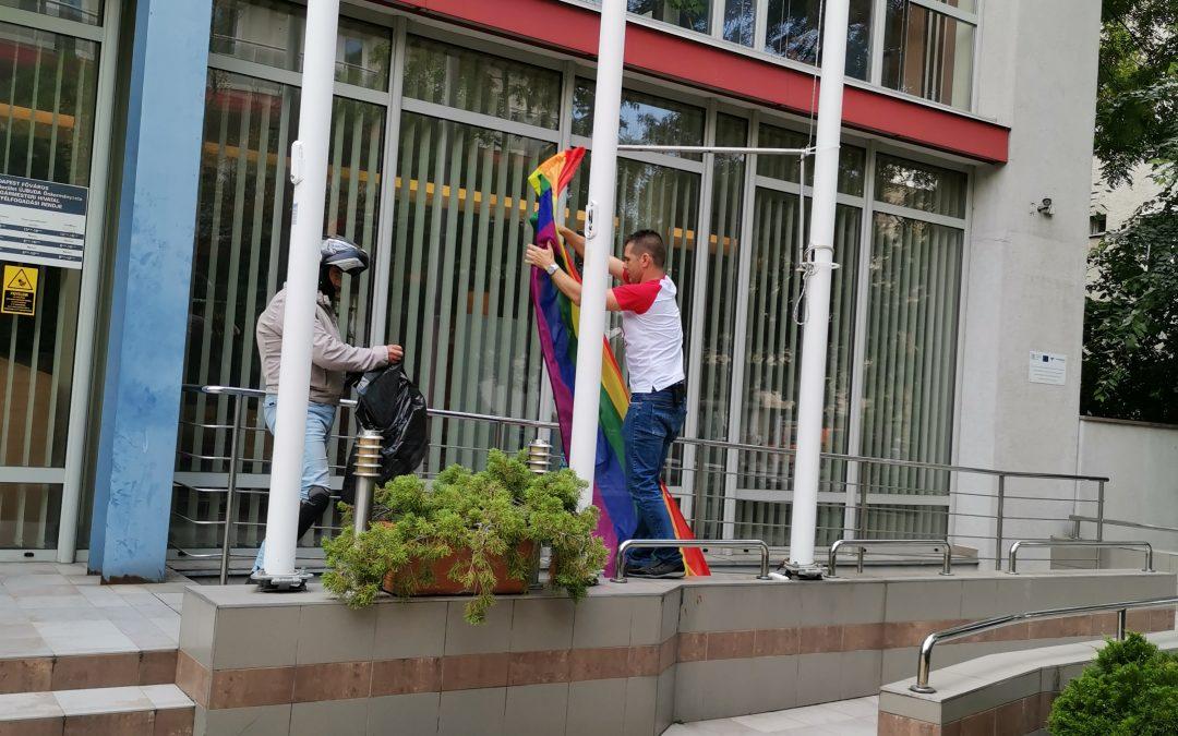 Novák Előd válasza a szivárványos zászlók eltávolítását elítélő Kövér Lászlónak